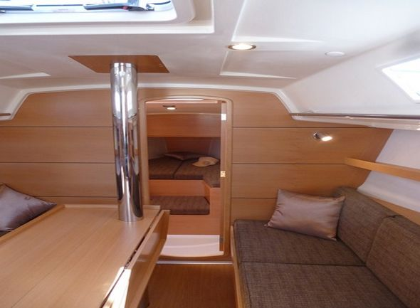 **yachting-direct** Delphia31-photo 8