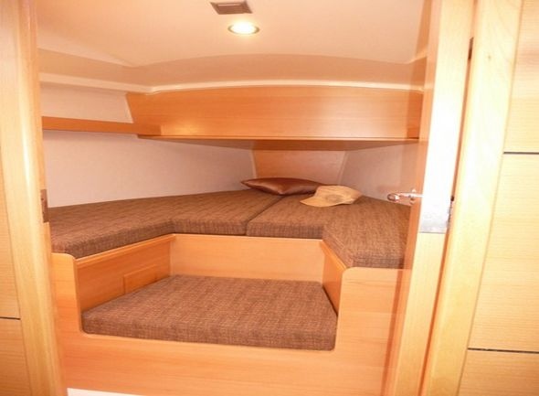 **yachting-direct** Delphia31-photo 9